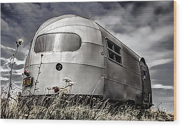 Classic Airstream Caravan Wood Print by Ian Hufton