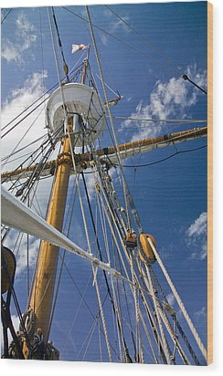 Wood Print featuring the photograph Elizabeth II Mast Rigging by Greg Reed