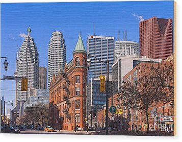 Flatiron Building In Toronto Wood Print by Les Palenik