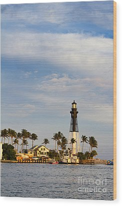 Hillsboro Inlet Lighthouse Wood Print by Les Palenik