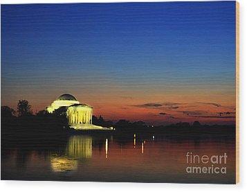 Jefferson Monument Reflection Wood Print by Lane Erickson