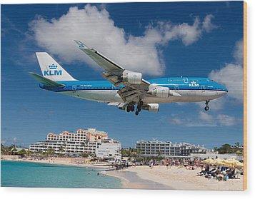 K L M Landing At St. Maarten Wood Print by David Gleeson