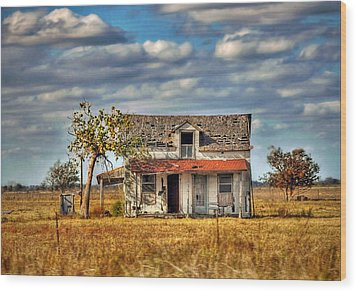 Wood Print featuring the photograph Old Home by Savannah Gibbs
