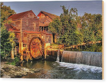 Old Water Mill Wood Print by Ed Roberts