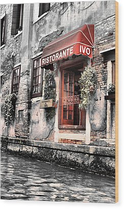 Ristorante On The Canal Wood Print