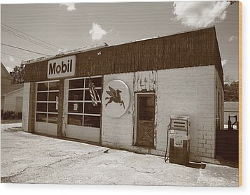 Route 66 - Rusty Mobil Station Wood Print by Frank Romeo