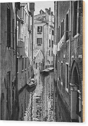 Venetian Alleyway Wood Print