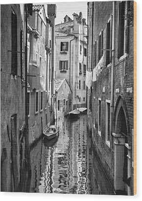 Venetian Alleyway Wood Print by William Beuther