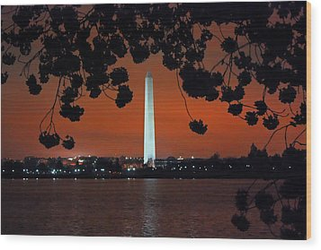 Wood Print featuring the photograph Washington Monument by Suzanne Stout