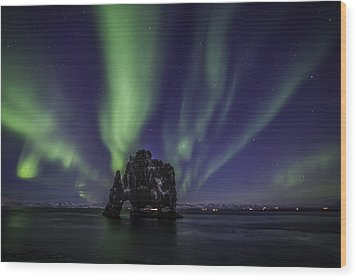 Wood Print featuring the photograph Hvitserkur by Frodi Brinks