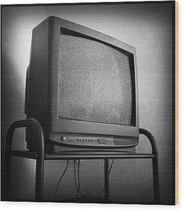 Old Television Wood Print by Les Cunliffe