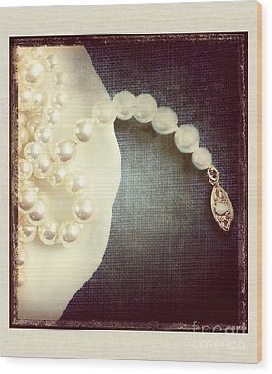 Pearls Wood Print by HD Connelly