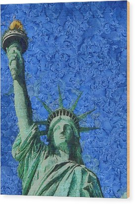 Statue Of Liberty Wood Print by Dan Sproul