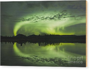 Aurora Borealis Over Fish Lake Wood Print by Joseph Bradley