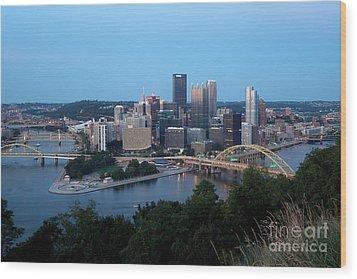 Downtown Skyline Of Pittsburgh Pennsylvania Wood Print by Bill Cobb