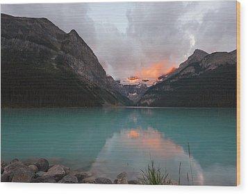 Lake Louise Sunrise Wood Print by Yue Wang