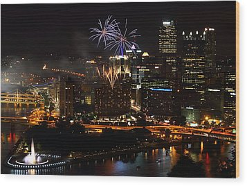4th Of July Firworks In Pittsburgh Wood Print by Jetson Nguyen