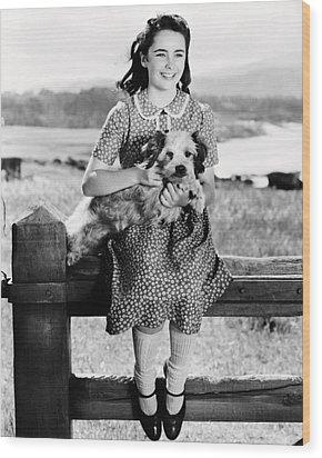 Elizabeth Taylor Wood Print by Silver Screen