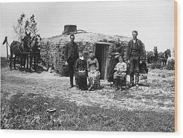 Wood Print featuring the photograph Nebraska Settlers, 1887 by Granger