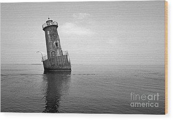 Sharps Island Lighthouse Wood Print by Skip Willits