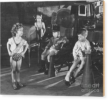 Shirley Temple And Gang Wood Print by MMG Archives