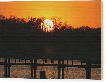 Sunset Over Chesapeake Bay Wood Print by Valia Bradshaw