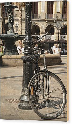 A Bicycle At Plaza Real Wood Print by RicardMN Photography