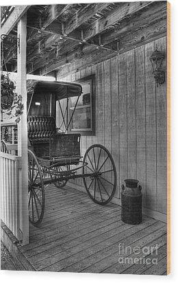 A Buggy On A Porch Bw Wood Print by Mel Steinhauer
