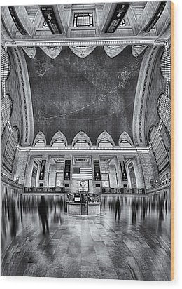 A Central View Bw Wood Print by Susan Candelario