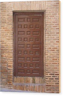 A Door In Toledo Wood Print by Roberto Alamino