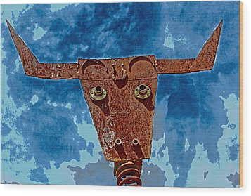 Wood Print featuring the photograph A Lucky Bull by Lynn Sprowl