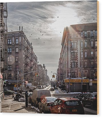A Moment In Manhattan  Wood Print