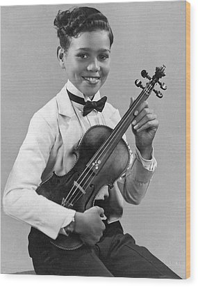 A Proud And Elegant Violinist Wood Print by Underwood Archives