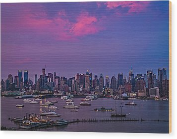 A Spectacular New York City Evening Wood Print by Susan Candelario