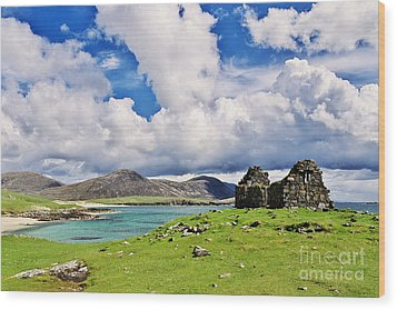 Wood Print featuring the photograph A Sunny Day In The Hebrides by Juergen Klust
