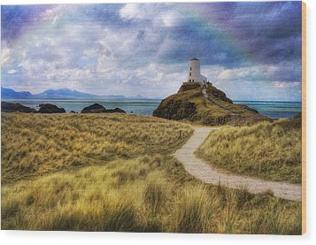 A Walk To The Lighthouse Wood Print by Ian Mitchell
