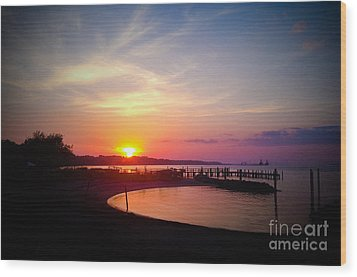 A Yorktown Sunset Wood Print