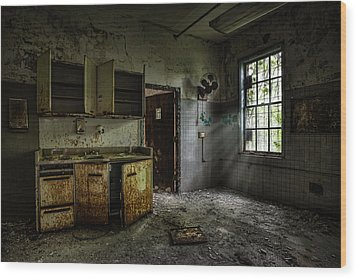 Abandoned Building - Old Asylum - Open Cabinet Doors Wood Print