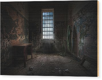 Abandoned Building - Old Room - Room With A Desk Wood Print by Gary Heller