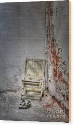 Abandoned But Not Forgotten Wood Print by Susan Candelario
