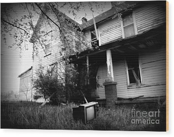 Abandoned Farm House Black And White Wood Print by Catherine Sherman