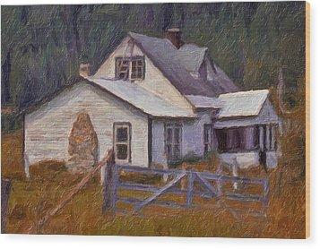 Abandoned Farm House Wood Print by Richard Farrington