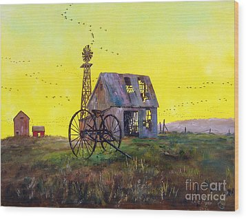 Abandoned  Farm Wood Print by Lee Piper