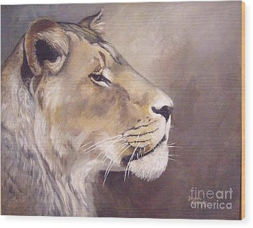 African Lioness On Alert Wood Print by Suzanne Schaefer