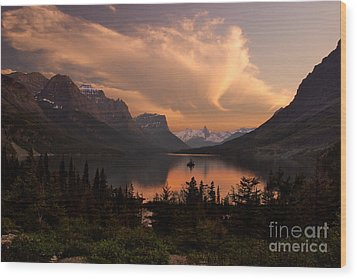 Afterglow Over Wild Goose Island In Saint Mary Lake Wood Print