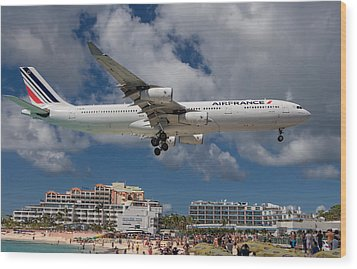 Air France Landing At St. Maarten Wood Print by David Gleeson