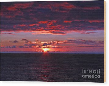 Alaskan Sunset Wood Print by Bob Hislop