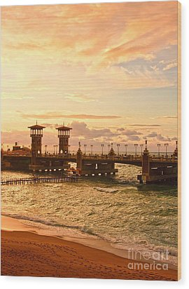 Alexandria Stanley Bridge Wood Print
