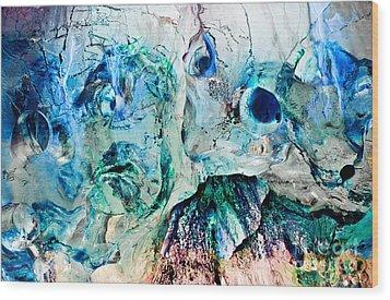 Alien Couple Wood Print by Petros Yiannakas