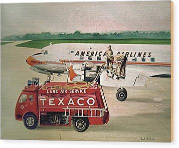 American Dc-6 At Columbus Wood Print by Frank Hunter